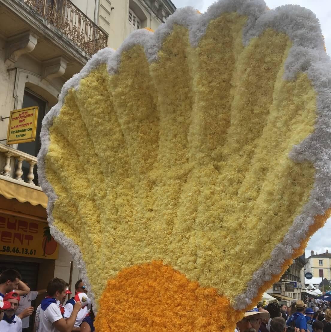 Char Coquillage en fleurs de papier crépon